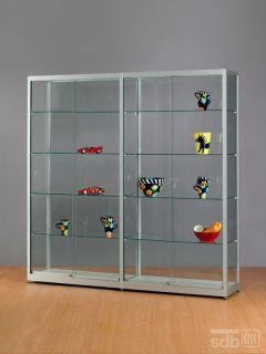 sv1976a7 gro e vitrine aus glas und alu silber abschlie b. Black Bedroom Furniture Sets. Home Design Ideas
